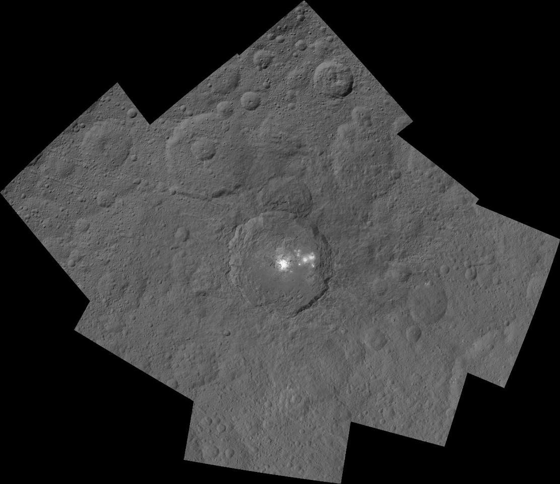 Mosaic of Ceres Occator crater shot from a distance of 915 miles (1,470 km)