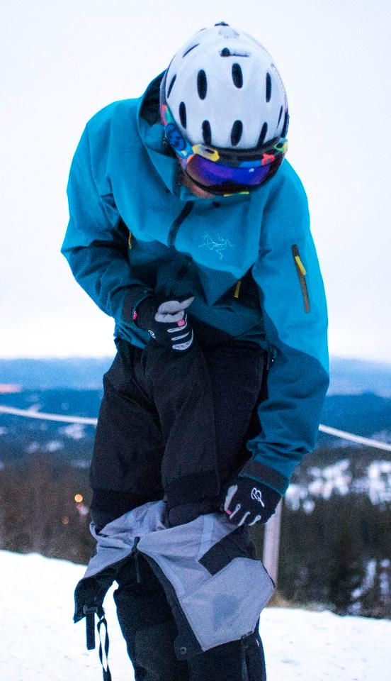 The zip-away design allows you to take the mid-layer heated shorts off without fully removing ski pants or footwear