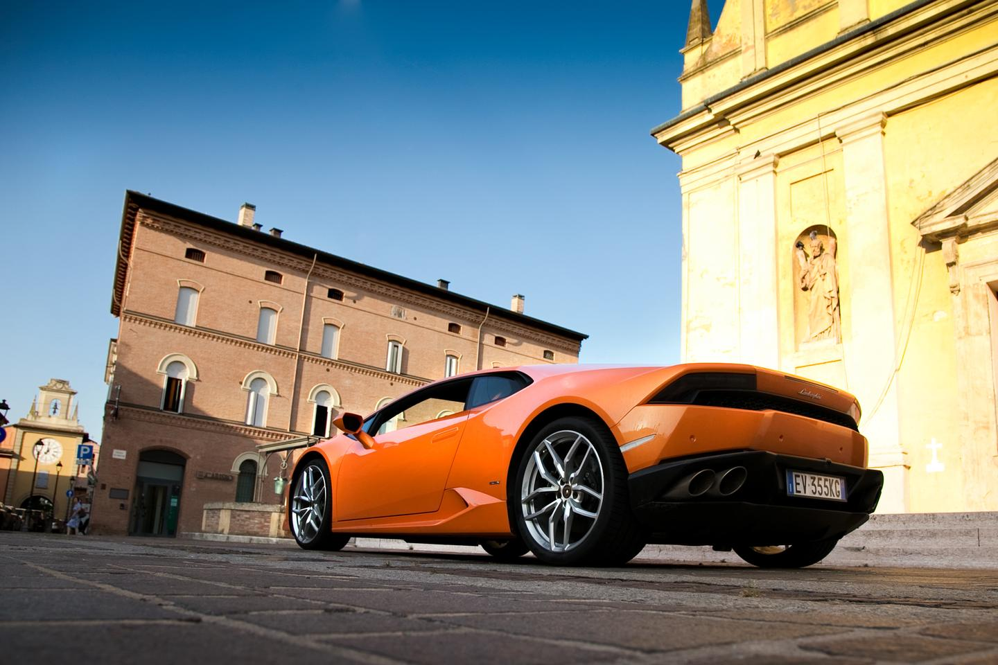 In the two hours of driving about the Bolognese countryside, the Huracán showed itself to be a worthy successor to the Gallardo (Photo: Angus MacKenzie/Gizmag.com)