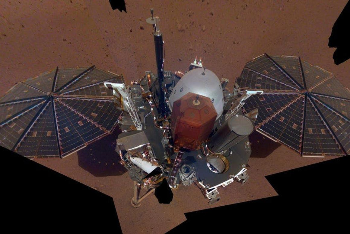 The first selfie on Mars of the InSight lander, which has run into a problem