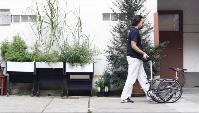 The Vello Bike+ breaks down with two simple folds and can be wheeled like a trolley