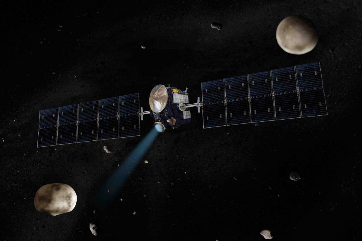 Artist's concept of NASA's Dawn spacecraft with Vesta on the lower left and Ceres on the upper right (Image: NASA/JPL-Caltech)
