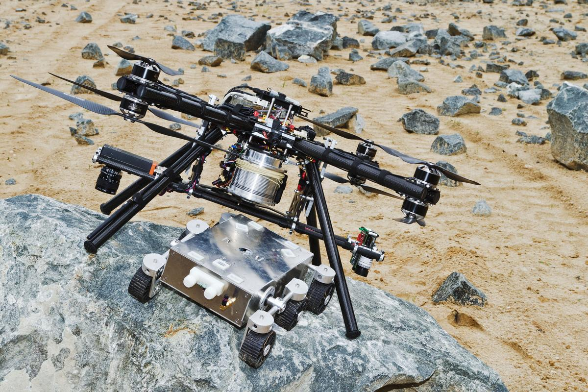 ESA's prototype dropship attached to a mock lander (Photo: Airbus Defence & Space)