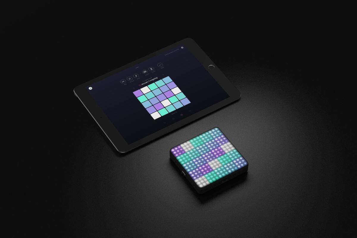 Touch gestures on the upper surface of the Lightpad Block generate sounds and rhythms inthe Noise iOS app