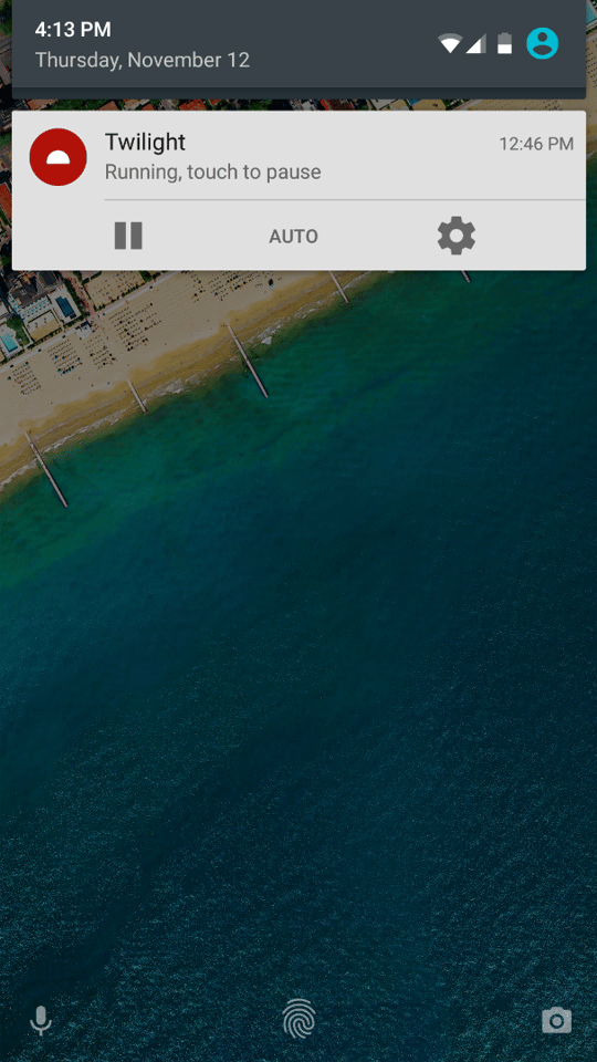 Note the fingerprint icon on the lock screen