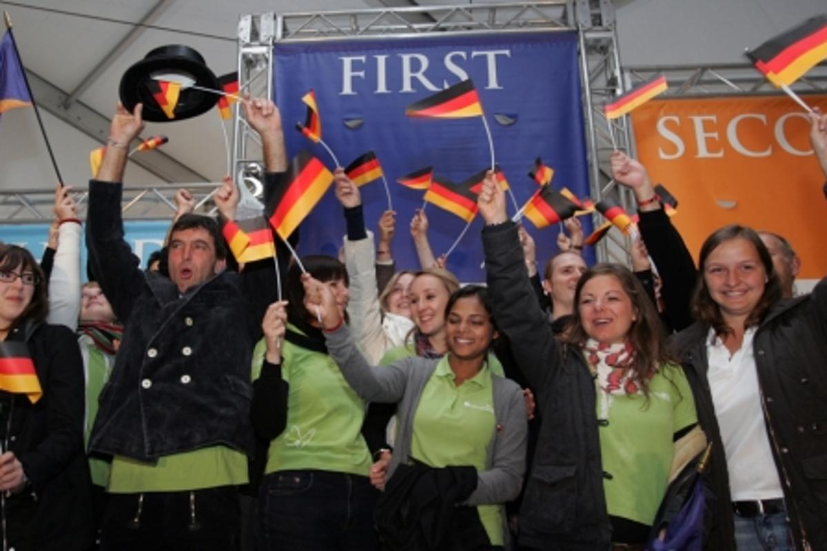 Team Germany celebrates its overall first place win (Photo: Stefano Paltera/U.S. Department of Energy Solar Decathlon)