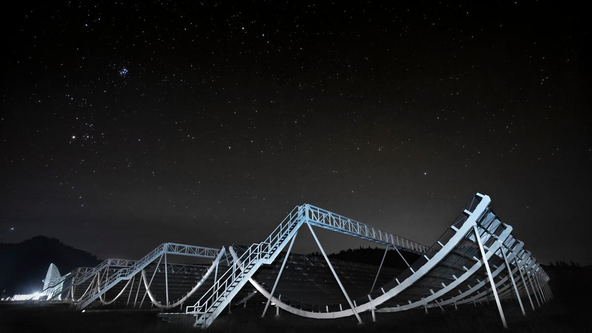 Eight new repeating radio signals detected from deep space