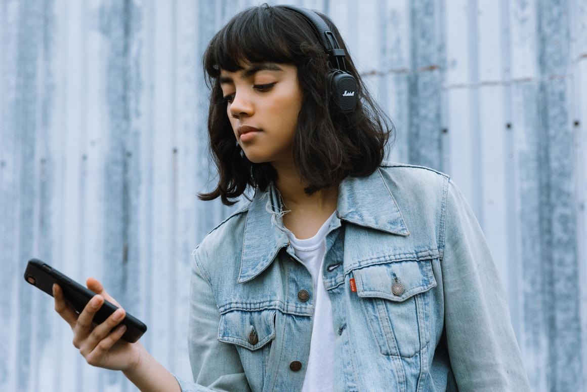The Marshall Major III Voice headphones can now update you on the weather, thanks to Google Assistant