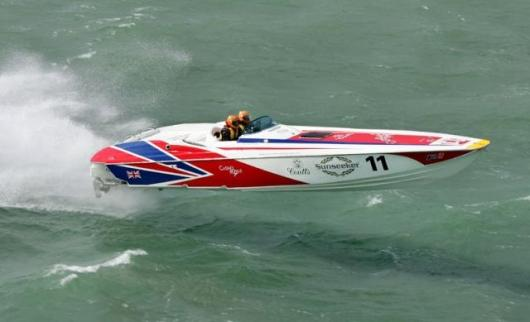 Sunseeker's XS2000 in racing trim