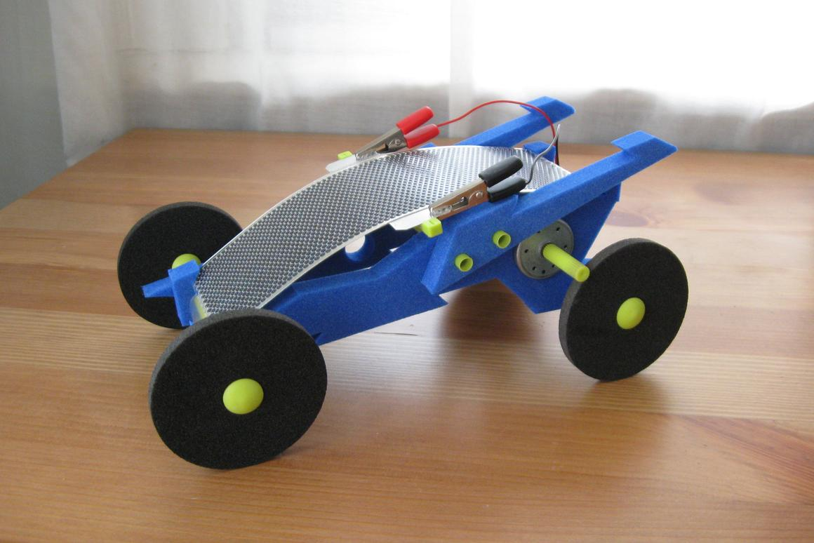 Gizmag reviews the Volta Racer solar-powered toy car
