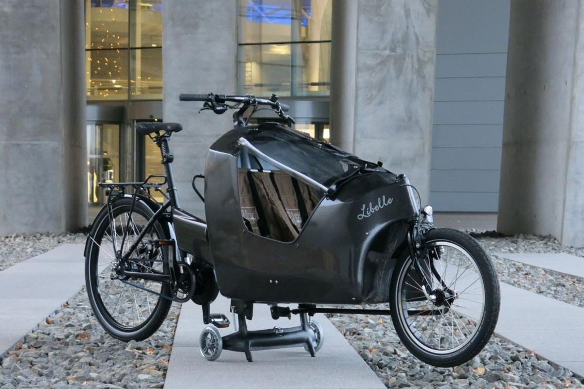 The Dragonfly 2in1 cargo bike's child-carrying front end comes off to become a stroller
