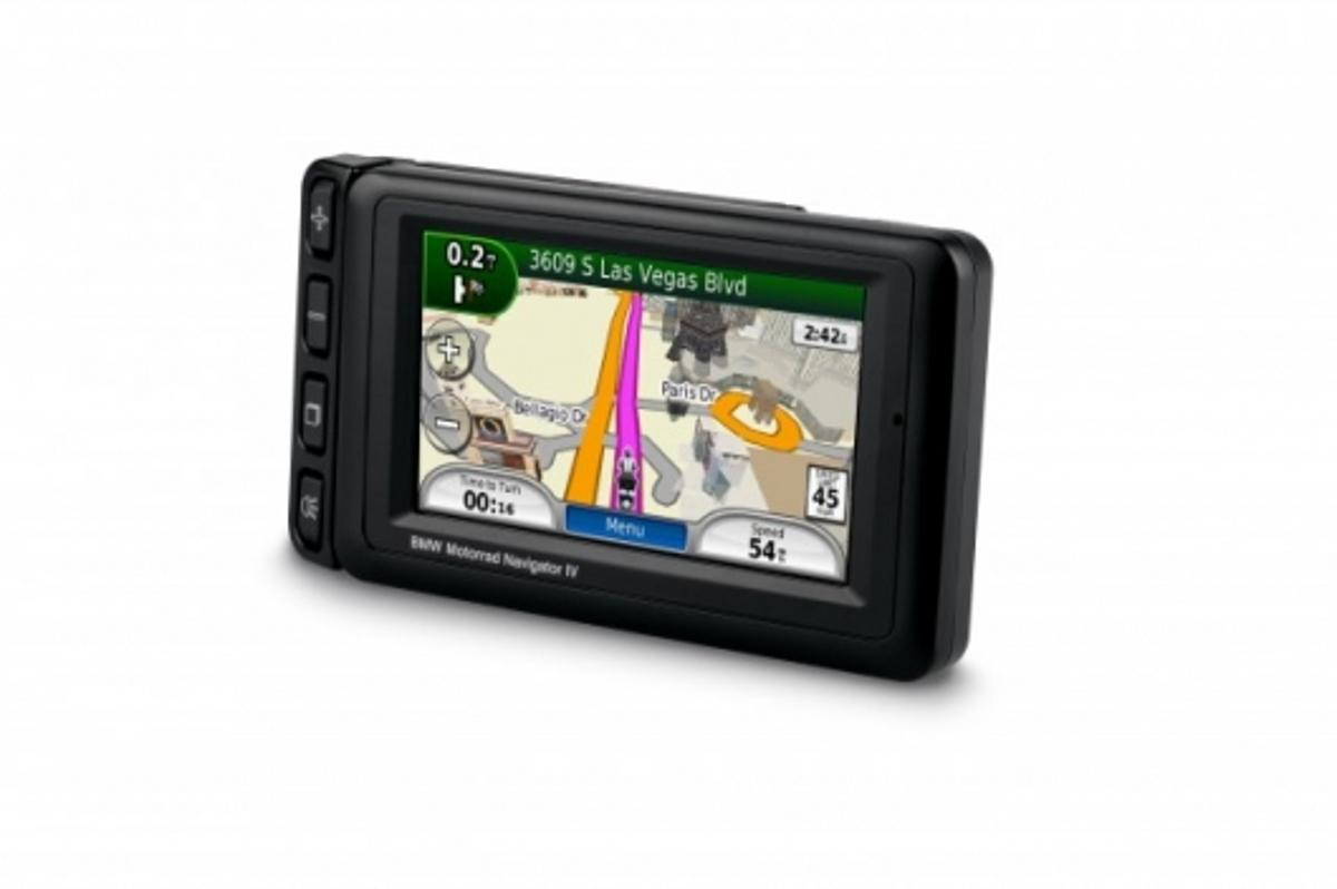 BMW Motorrad Navigator IV - 4.3-inch, 16:9 touchscreen with big buttons to accommodate gloved hands