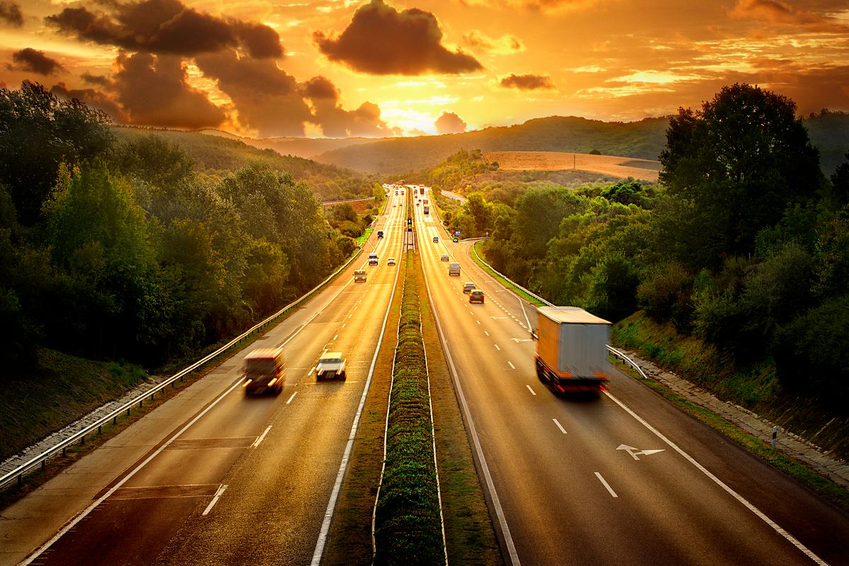 The limit-free autobahn system comprises around 70 percent of all major German highways