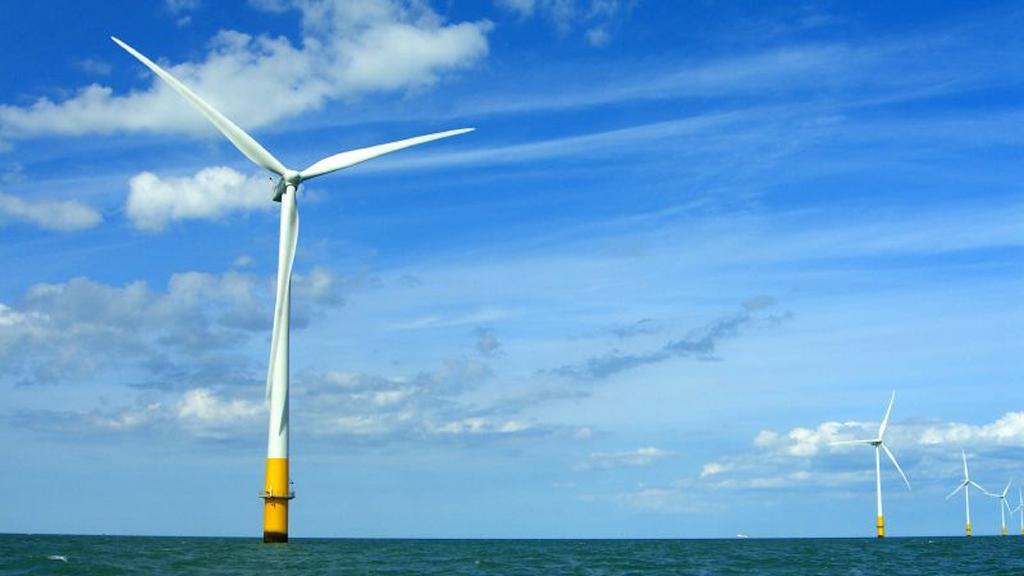 Offshore wind turbines in the Thames Estuary (Image: phault via Flickr)