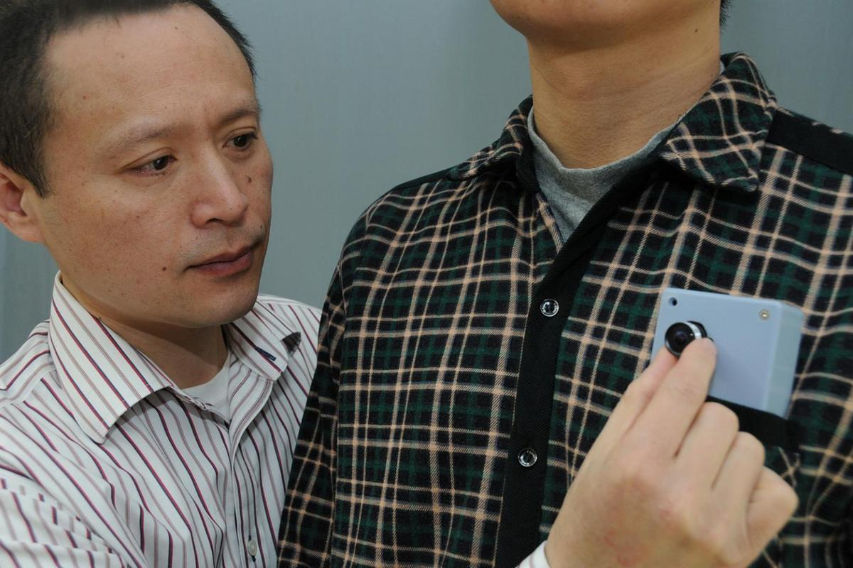 A new pocket-sized device beeps to warn wearers of impending collisions as they approach obstacles (Photo: Peter Mallen, Mass. Eye and Ear)