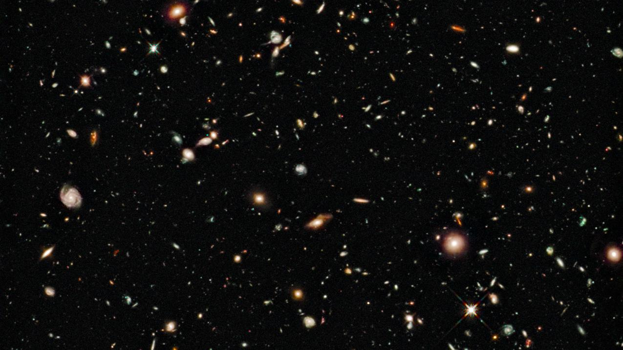 This image, taken in August 2009 by the WFC3 camera on the Hubble telescope, shows the oldest galaxies ever seen (photo: NASA)