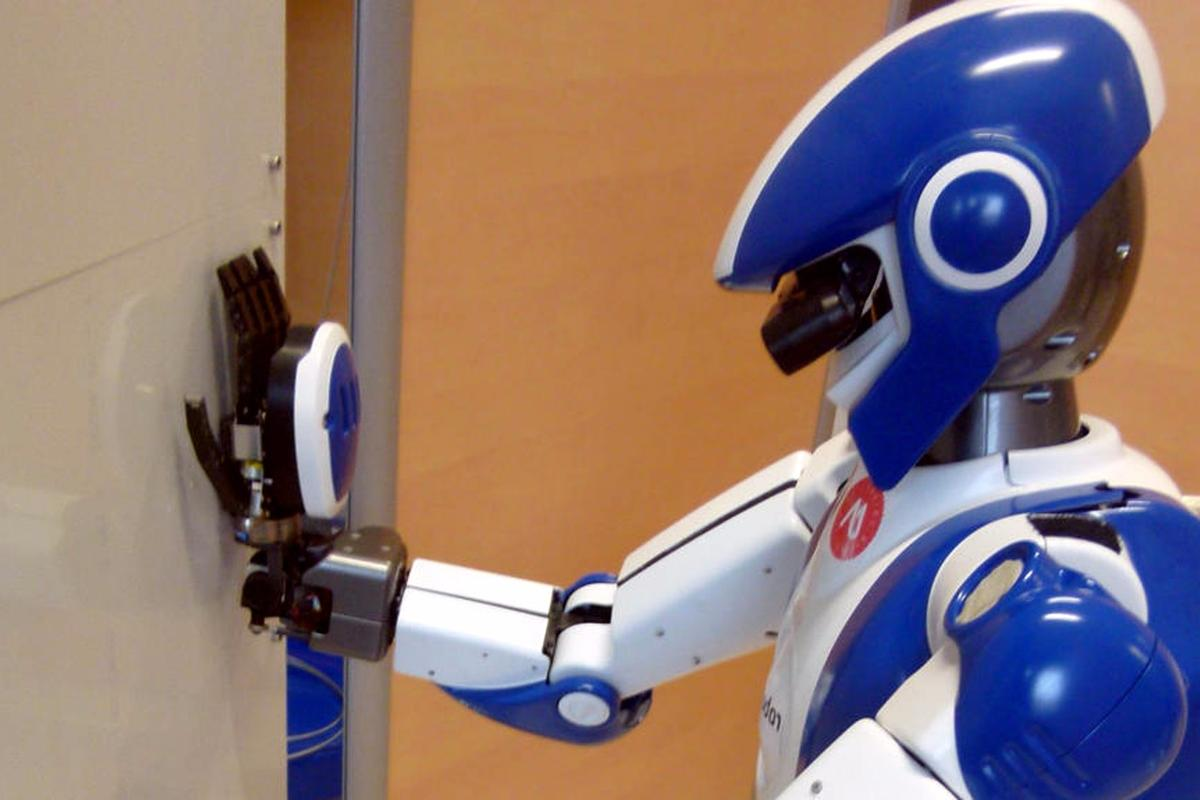 JRL and Airbus Group are working on ways to use humanoid robots in aircraft assembly work