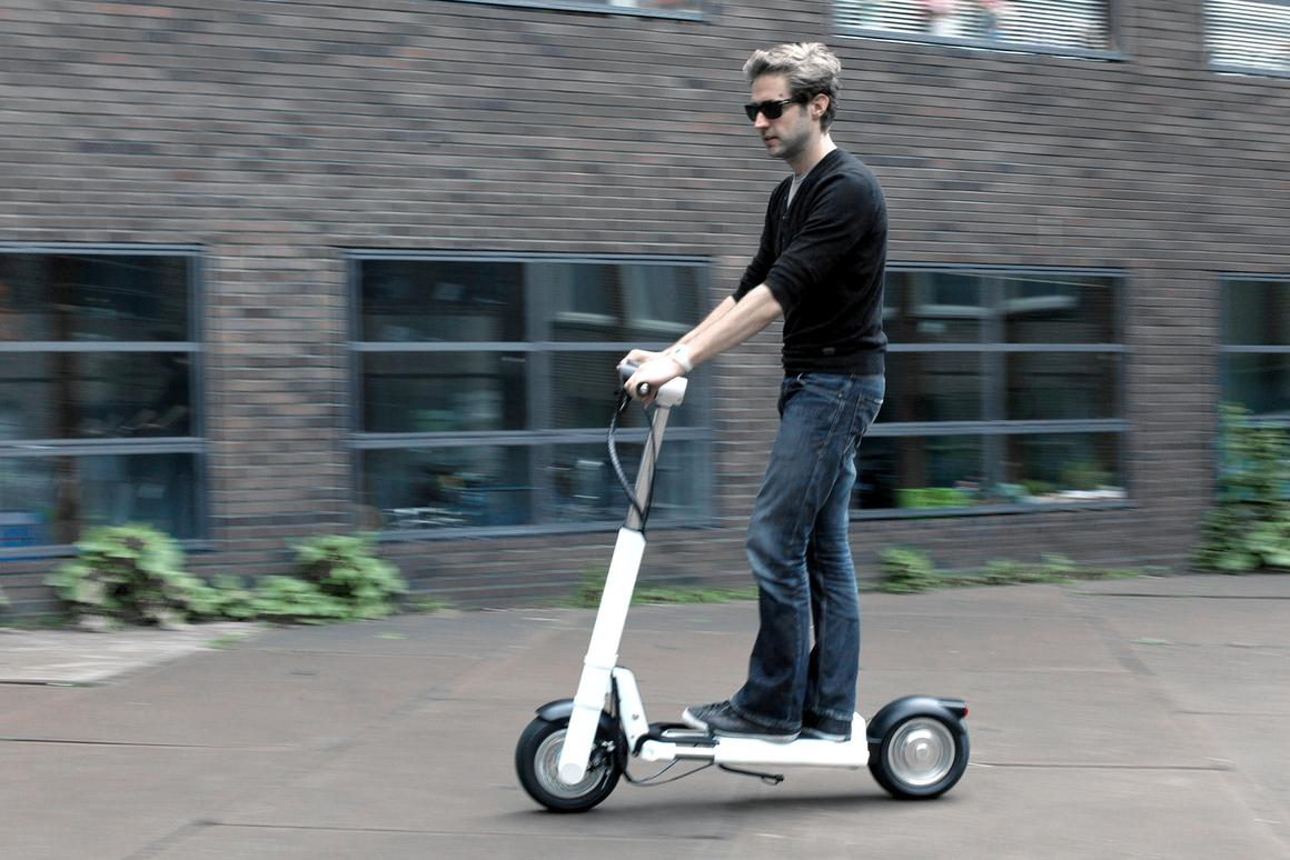 JAC< is a lightweight, foldable electric scooter for short-range urban commuters