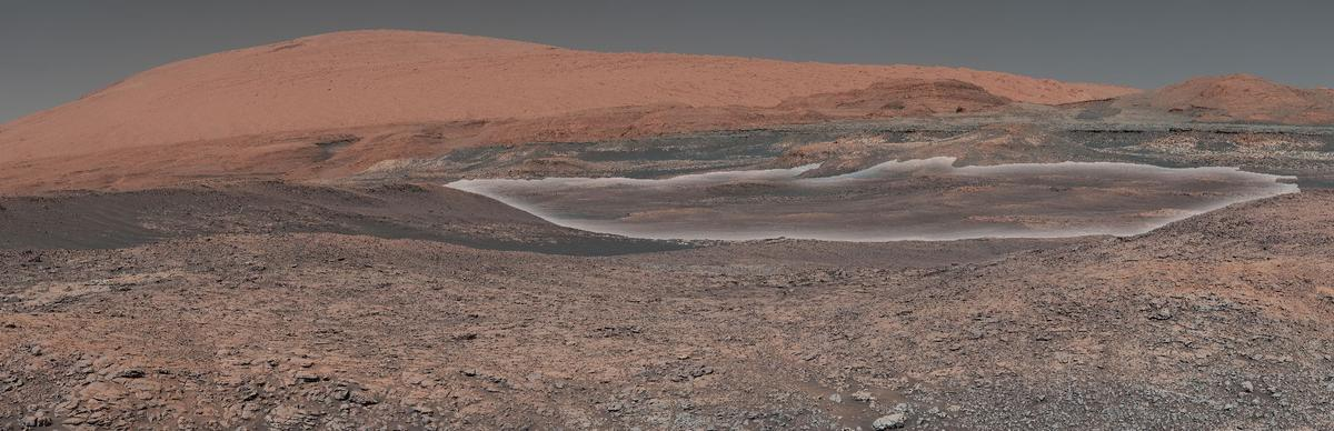 A mosaic showing Curiosity's next scientific target zone, highlighted in white