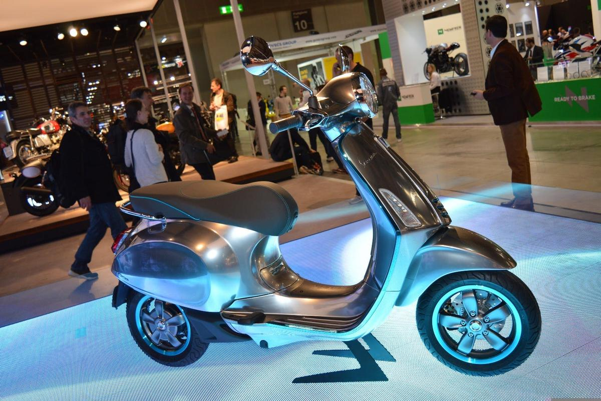 We first spotted an electrified prototype of Piaggio's iconic Vespa scooter at EICMA in Milan two years ago
