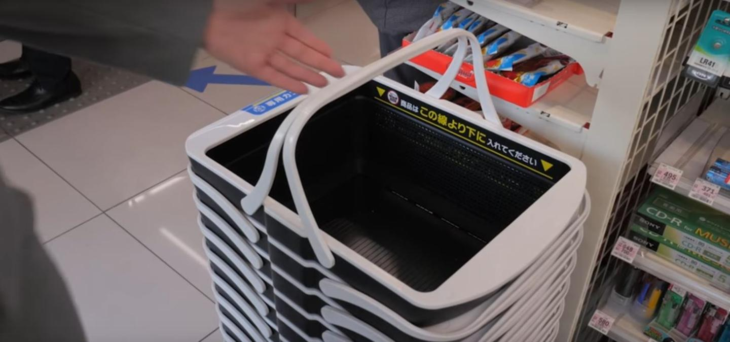 Regi-Robo uses specially designed smart shopping baskets