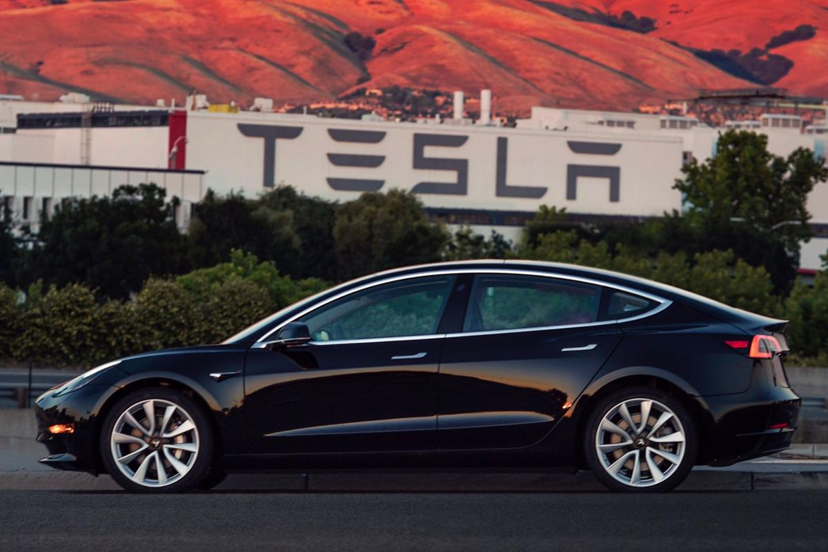 Tesla plans to build 20,000  Model 3s per month by the end of 2017