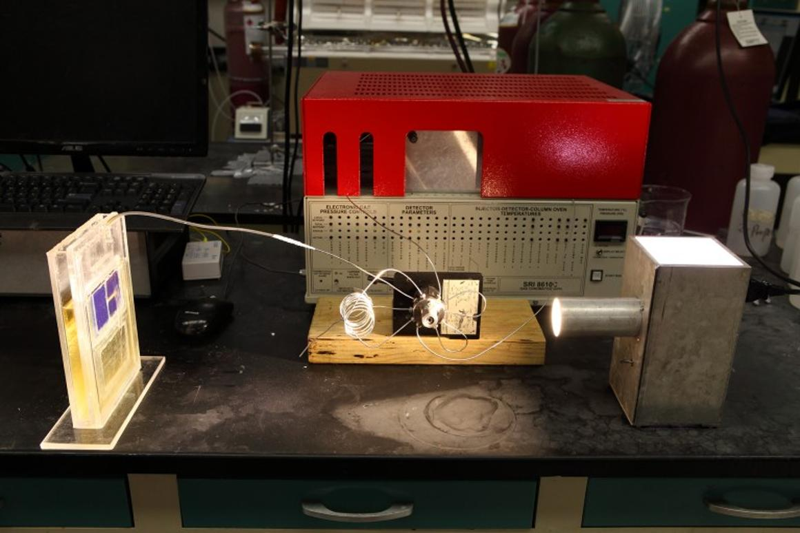 Thesolar cell converts atmospheric carbon dioxide directly into syngas, using light for energy