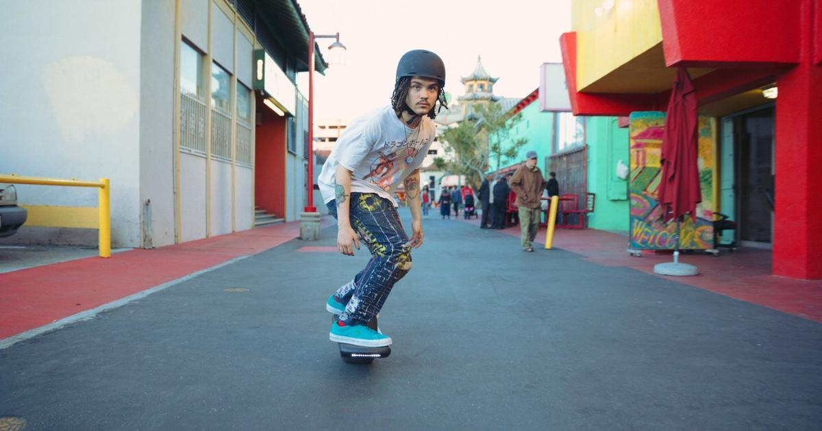 Smaller, cheaper Onewheel Pint electric skateboard packs a fold-out handle for easier carry