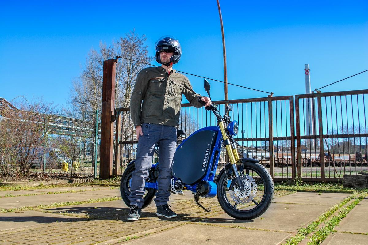 After undeergoing more than 150,000 km of test rides, the eRockit pedal-operated electric moto has now been launched