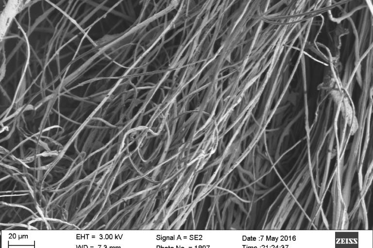 A microscope image of the nanofibers in the new material