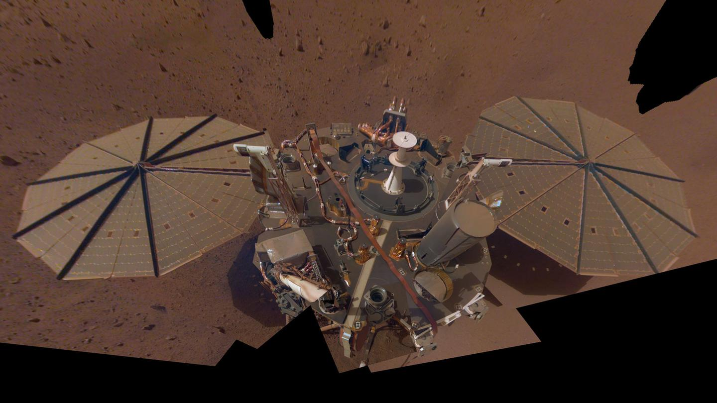 A selfie of the InSight lander