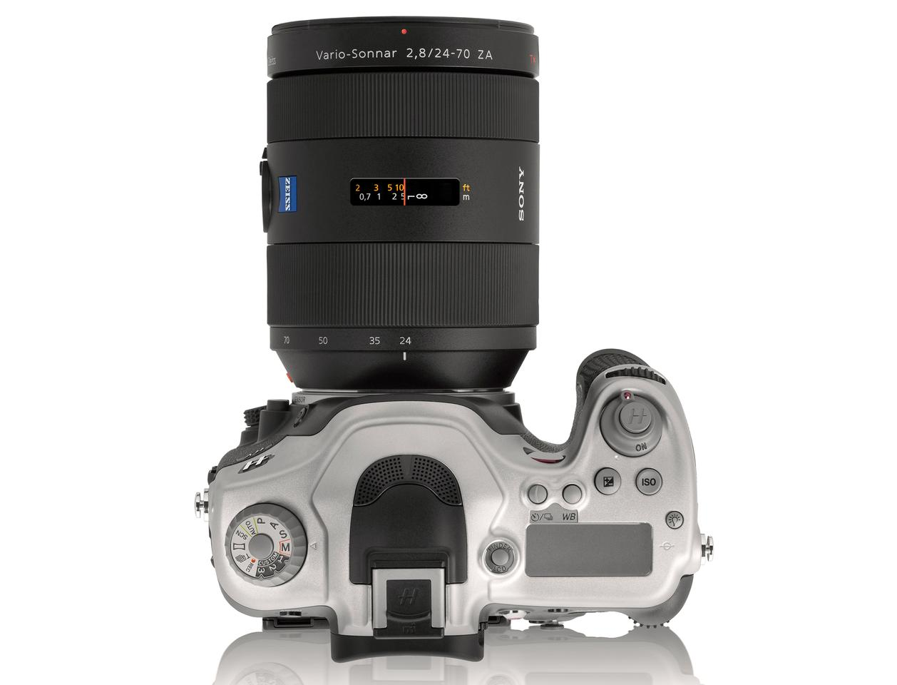 Where the Hasselblad HV differs to the A99, and arguably improves on it, is the two-tone design which uses machined high-grade aluminum