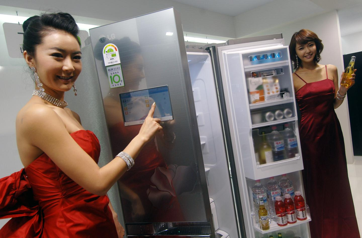 LG has announced the launch of the Smart Refrigerator, which will allow users to get connect with the device with a tablet or smartphone