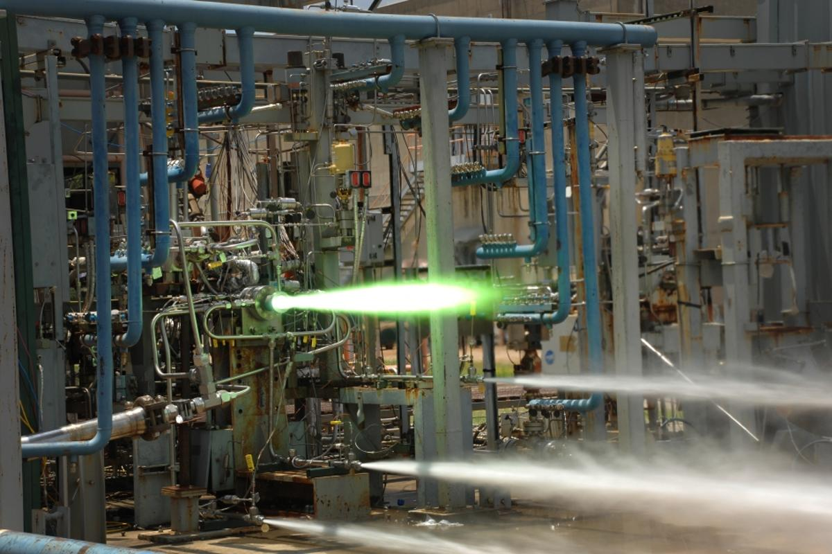 Marshall engineers hot-fire tested 3D-printed injectors at 6,000° F (Image: NASA/MSFC)
