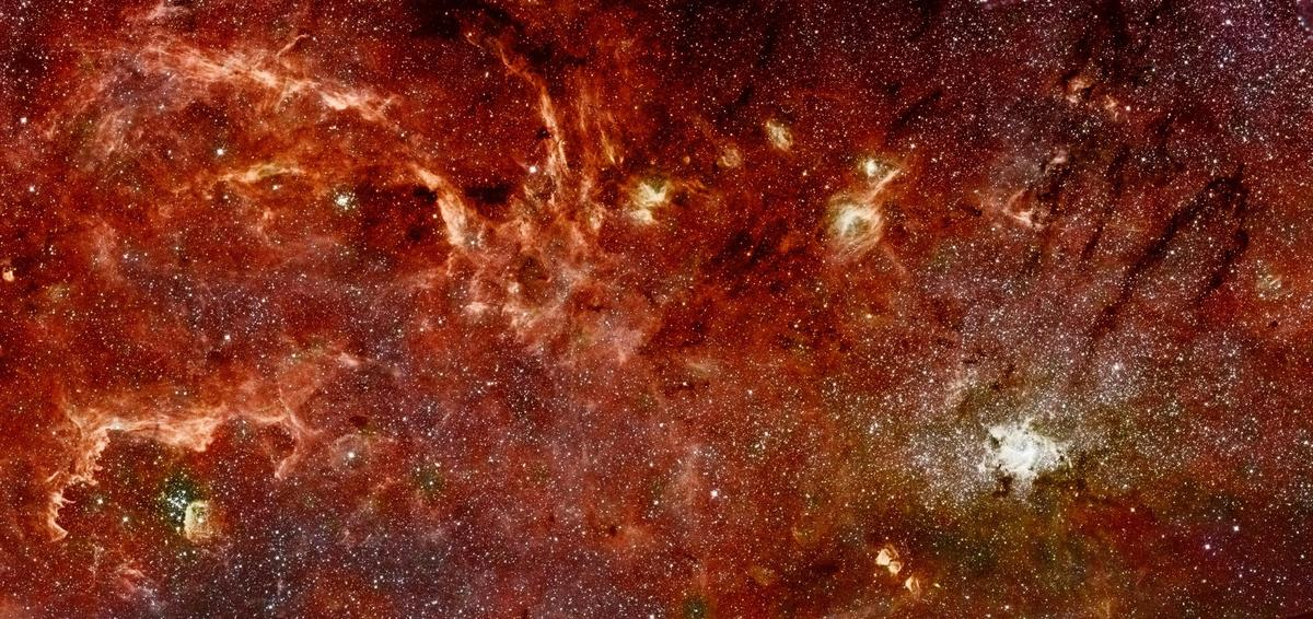 "A composite color infrared image of the center of the Milky Way galaxy, where astronomers have now found strange ""dusty stellar"" objects called G-objects"