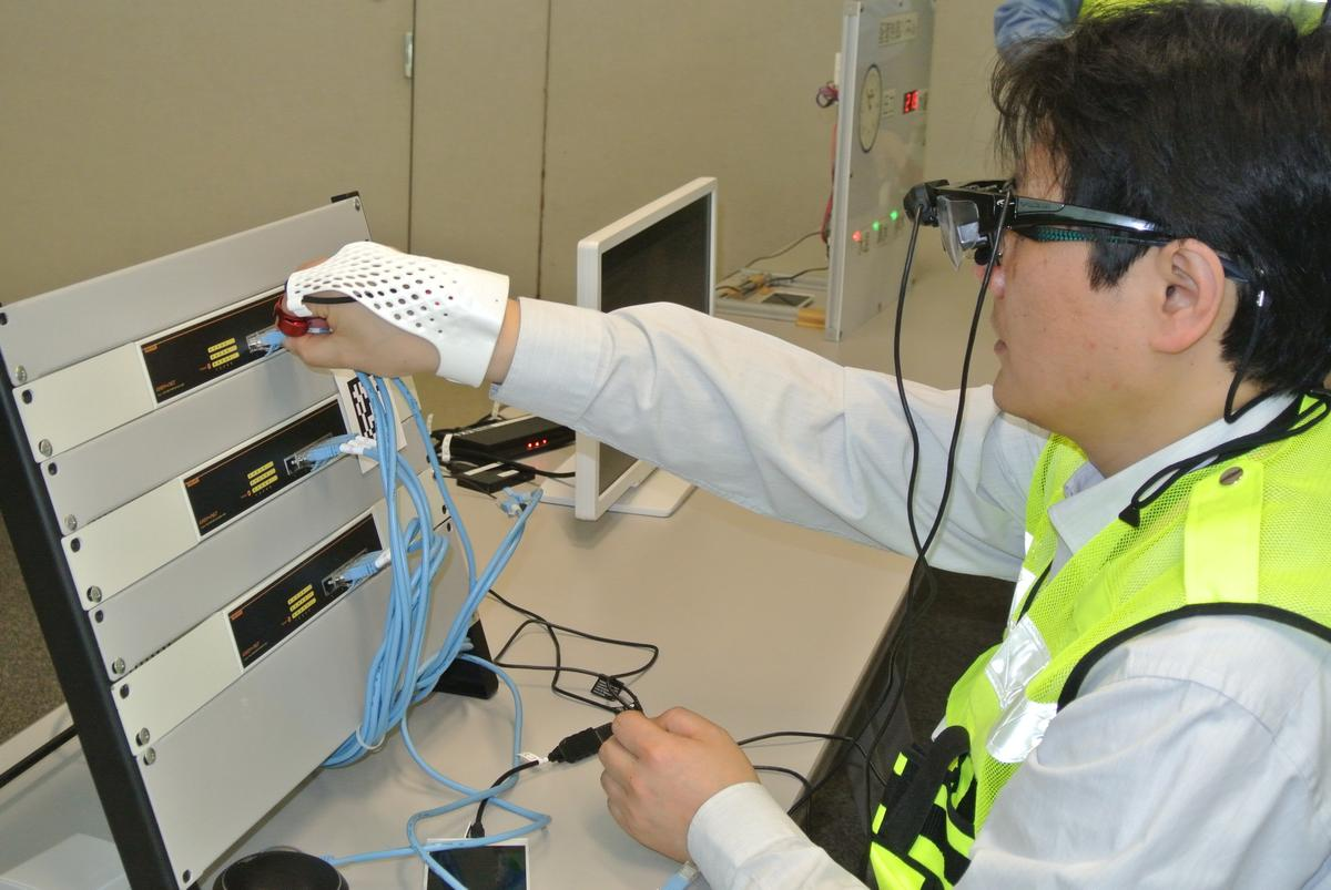 The glove can be used to control a head-mounted display (Photo: Fujitsu)