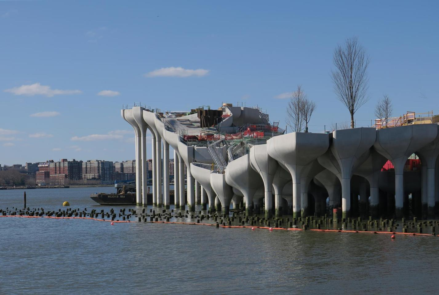 Little Island consists of 280 concrete piles which support planters arranged in an undulating pattern