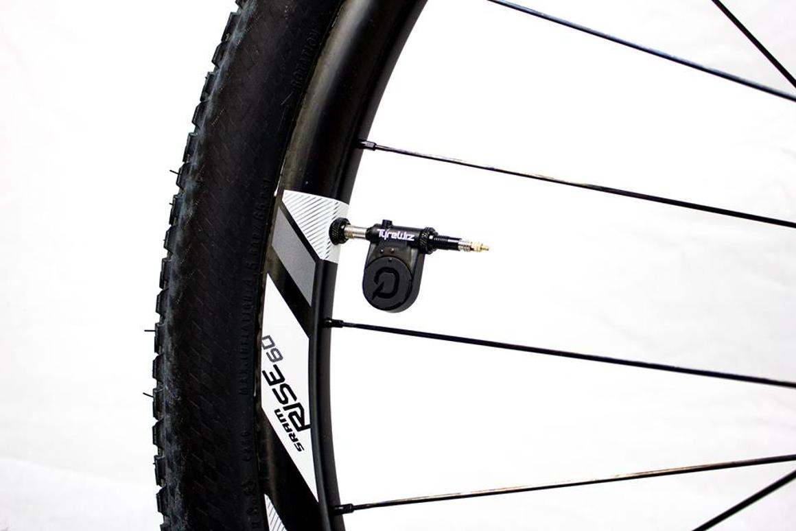 The TyreWiz transmits air pressure readings of up to 150 psi (10 bar)