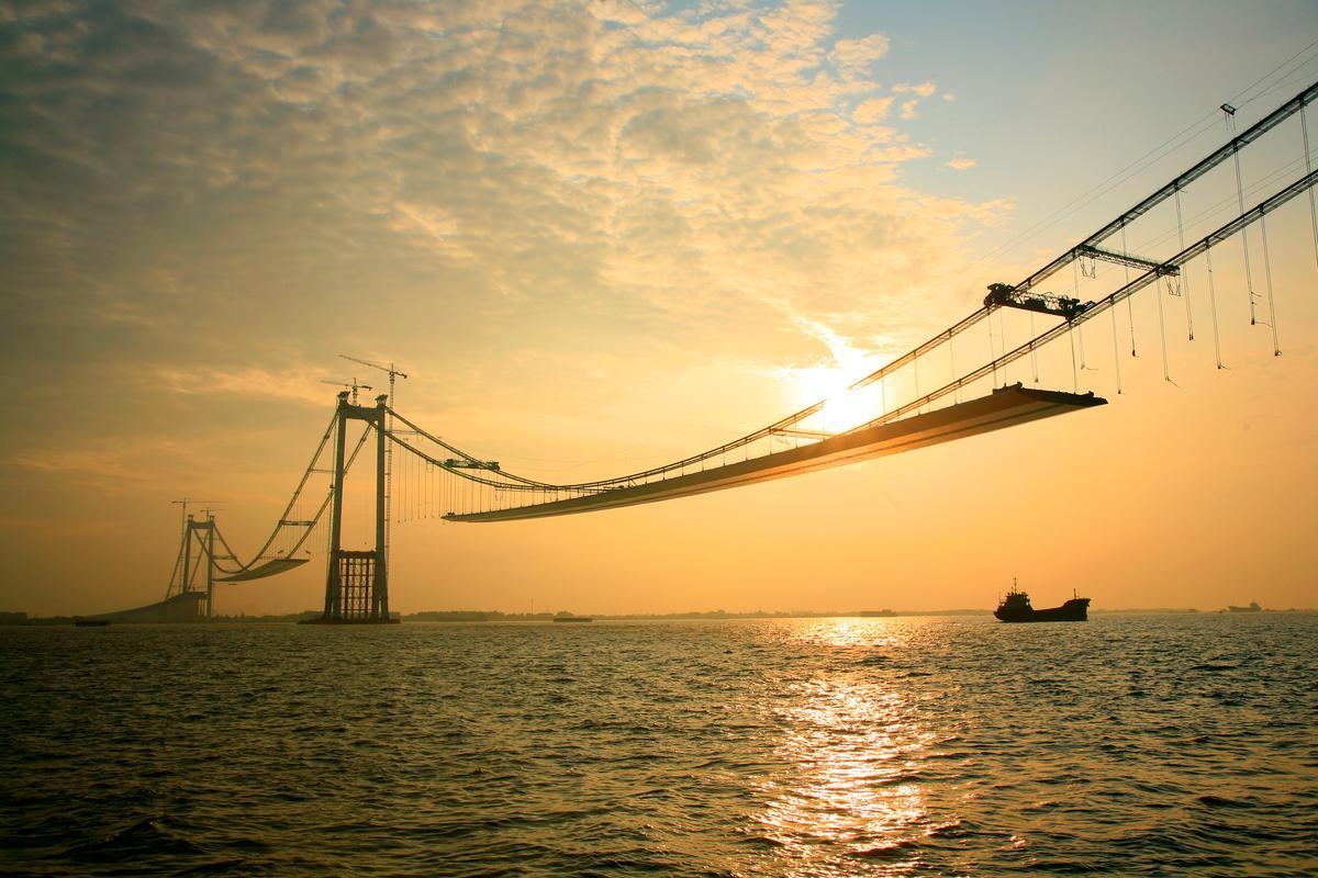 Taizhou Bridge under construction