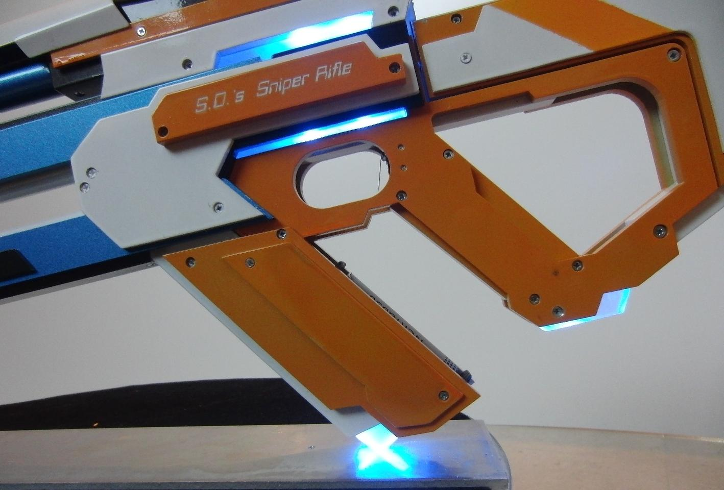 The gun utilizes dual blue 1.5-watt burning lasers and a 1-mW red aiming laser
