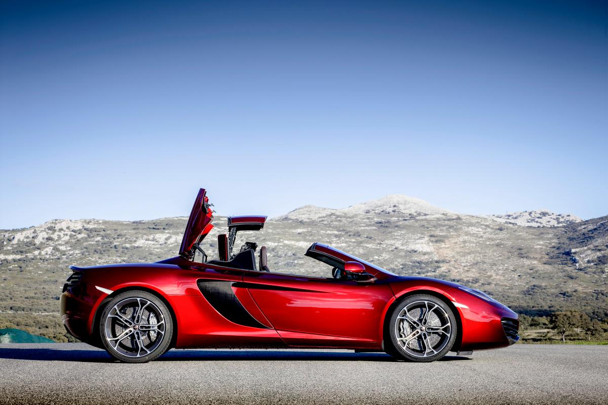 McLaren's new 12C Spider features a retractable hard top (RHT) folding roof