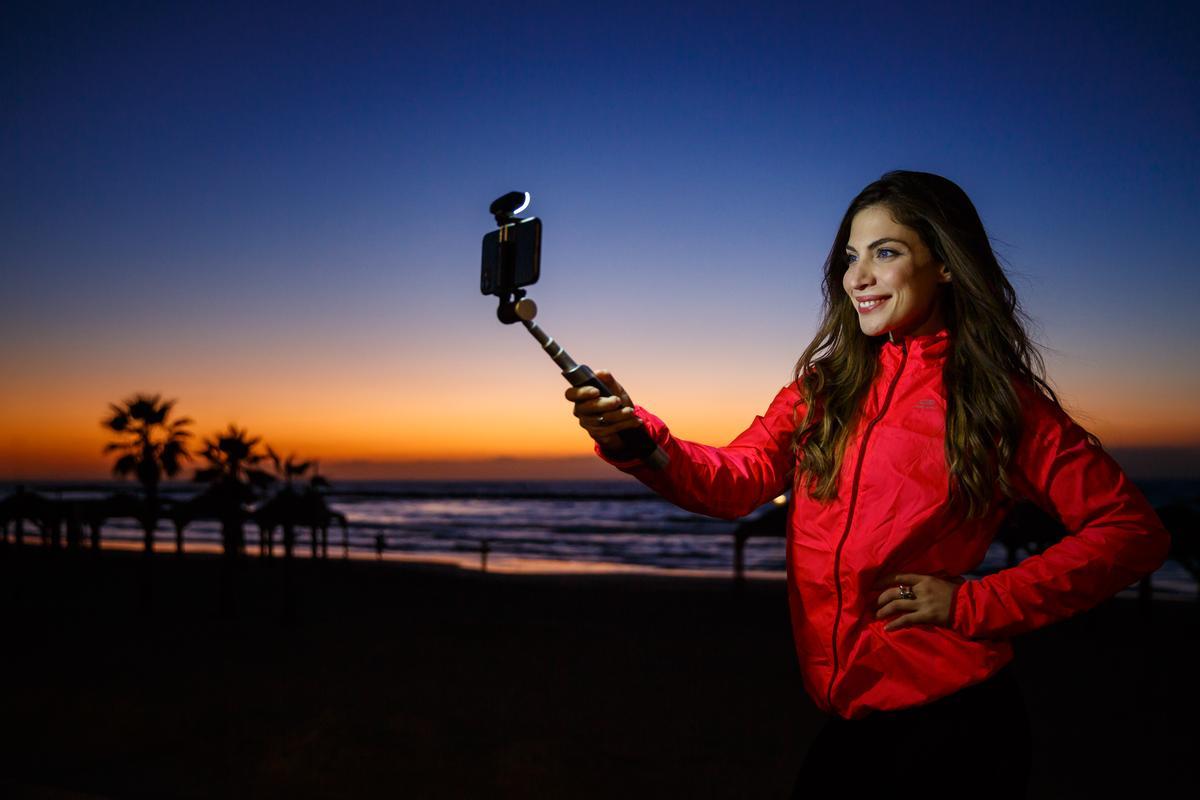 The Pictar Smart-Light Selfie Stick is presently on Kickstarter