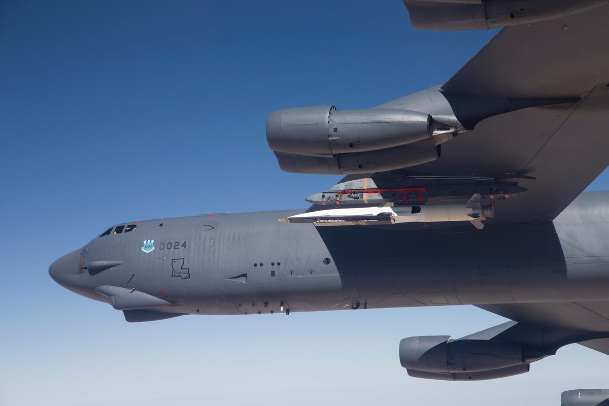 U.S. Air Force B-52H Stratofortress from Edwards Air Force Base prepares to release the Boeing X-51A Waverider (Photo: US Air Force)