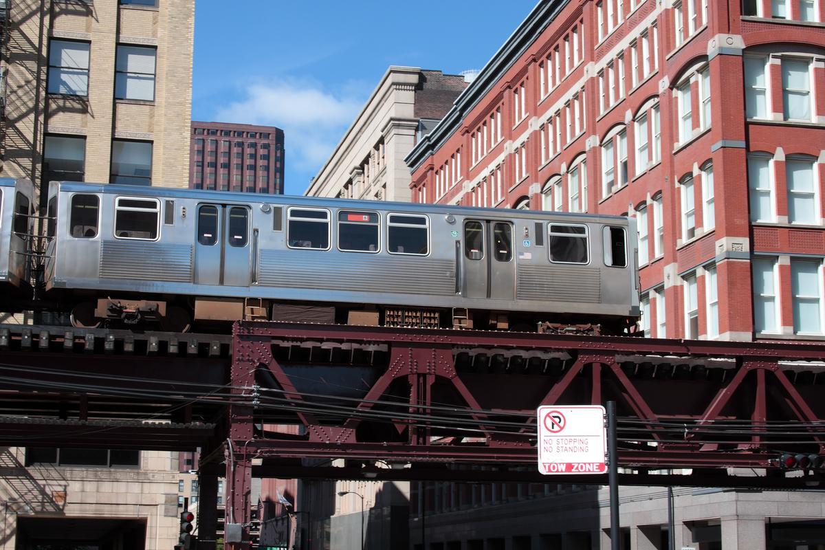 An overhead train of the Chicago 'L' system (Photo: Greg Kieca/Shutterstock)