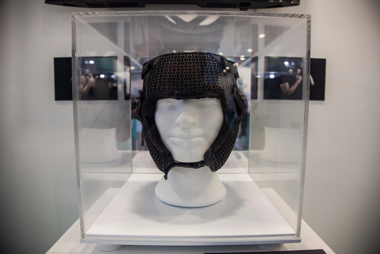 Global Grad Show:Headgear with responsive material that redirects impacts to better protect agains concussions. By He Chang Teo, from National University of Singapore