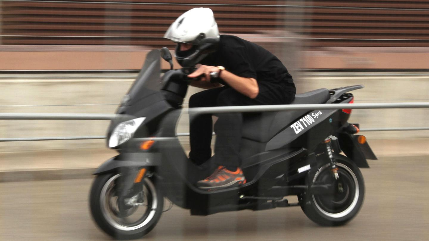 The world's fastest electric scooter - 80 mph and lots of fun