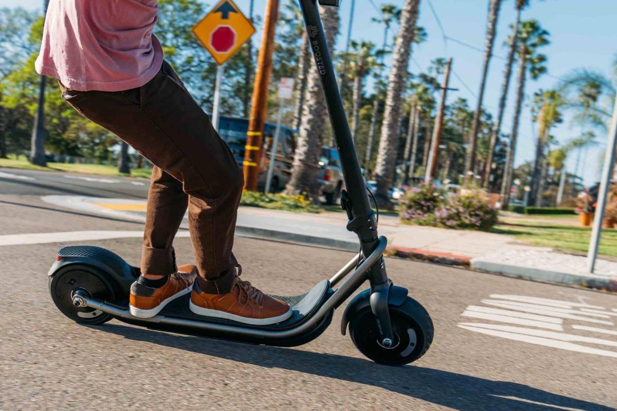 There's nothing hugely revolutionary to be found in the design of the Boosted Rev, but that may just be the point