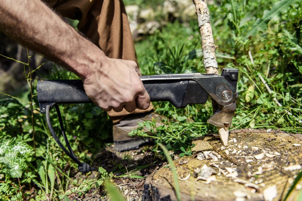 One of three primary tools on both the Combar and Combar pro is the flip-out hatchet