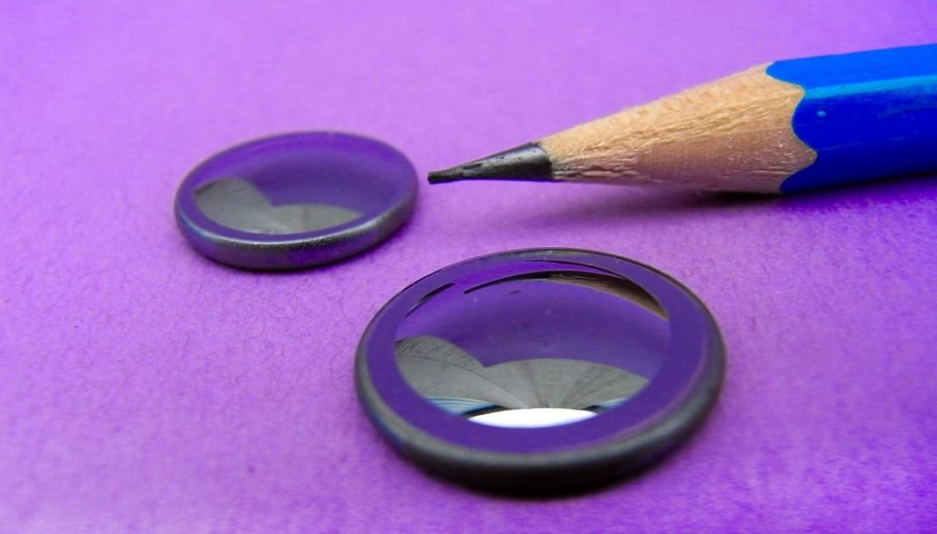 Lenses made of amorphous chalcogenide glass