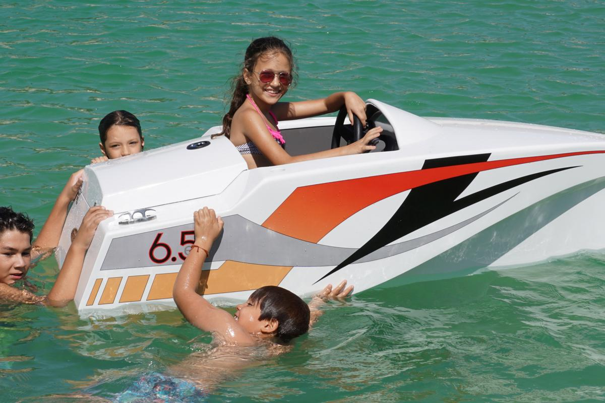 The JimBoat is 6.5 ft long, weighs 75 kg (165 lb), and with an electric motor providing 55 lb of thrust via an enclosed 3 blade propeller, it's capable of 5.5 knots